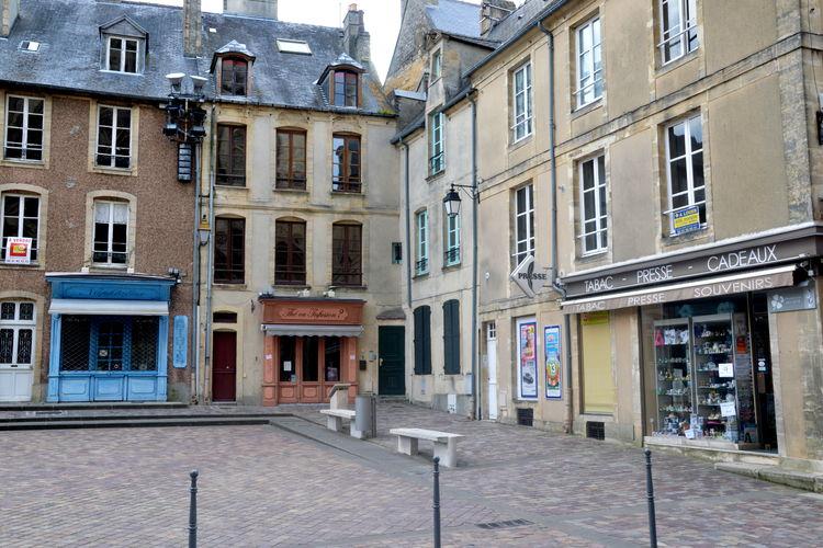 Gemoderniseerd appartement met unieke ligging tegenover de kathedraal van Bayeux