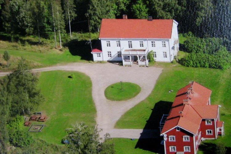 Zweden Vakantiewoningen te huur Prachtige aan de bosrand gelegen herenboerderij met vele faciliteiten