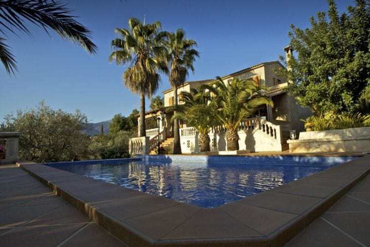 Mallorca Villas te huur Comfortabele villa 12 km van het centrum Pula met prive zwembad, terras en bbq
