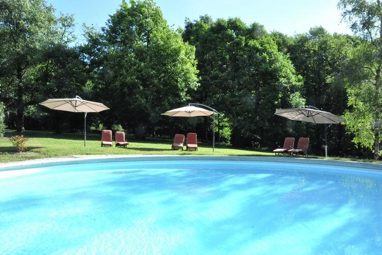 Auvergne Vakantiewoningen te huur Gîte in parkachtige tuin met zwembad dichtbij de thermaalbronnen van Vichy