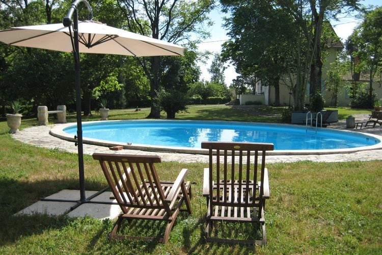 Gîte in parkachtige tuin met zwembad dichtbij de thermaalbronnen van Vichy