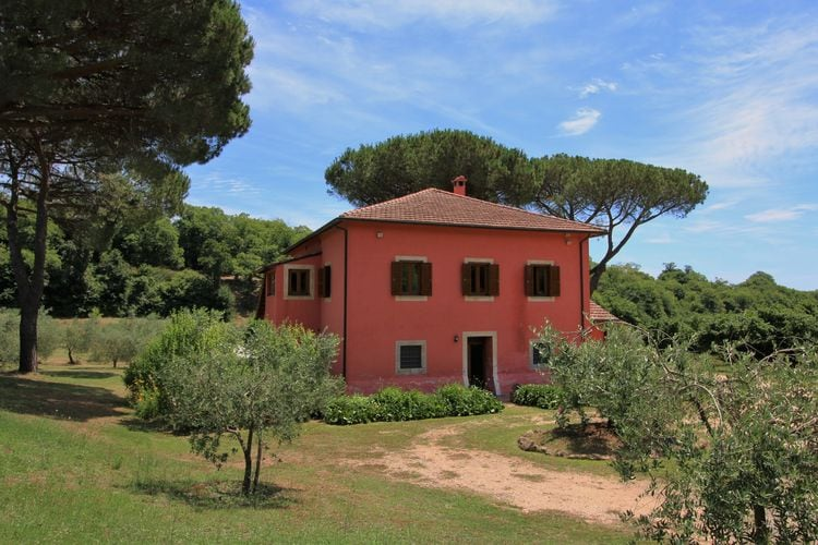Lazio Villas te huur Stijlvolle vrijstaande villa op een landgoed met zwembad en dichtbij meer
