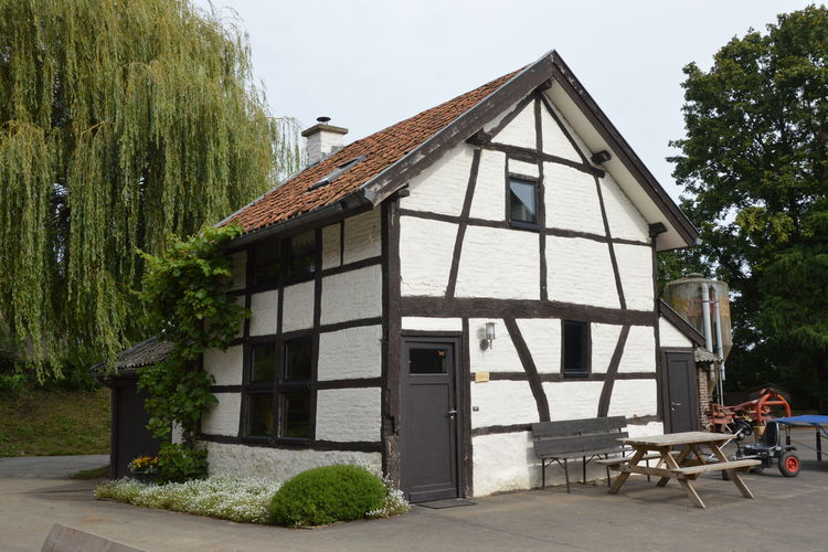 Vakantiewoning  met wifi  Teuven  Charmant huisje gelegen op een boerderij aan de Belgisch-Nederlandse grens