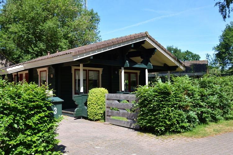 Hulshorst Vakantiewoningen te huur Vrijstaande Finse bungalow met omheinde tuin, nabij Harderwijk, de Veluwe