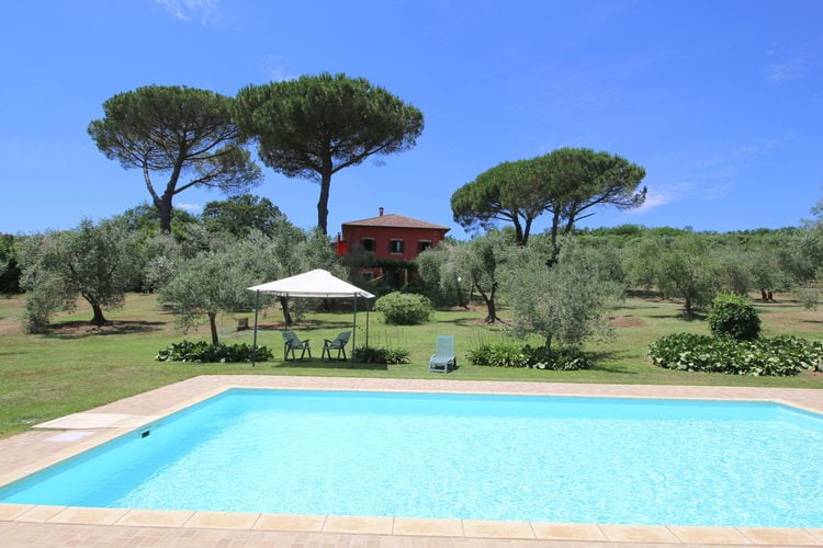 Lazio Villas te huur Stijlvolle villa op een landgoed met zwembad, ruime tuin en privacy en rust