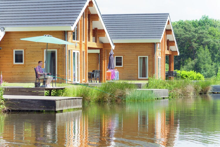 Heel Vakantiewoningen te huur Vrijstaande accommodatie, gelegen op natuur- en waterrijk park met zwembad