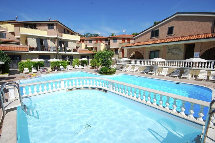 Woning Italie | Abruzzo | Vakantiehuis te huur in Tortoreto-Lido met zwembad  met wifi 2 personen