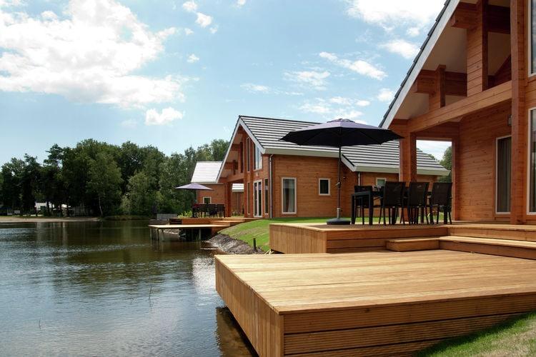 Heel Vakantiewoningen te huur Vrijstaande accommodatie met wellness, gelegen op natuur- en waterrijk park met zwembad