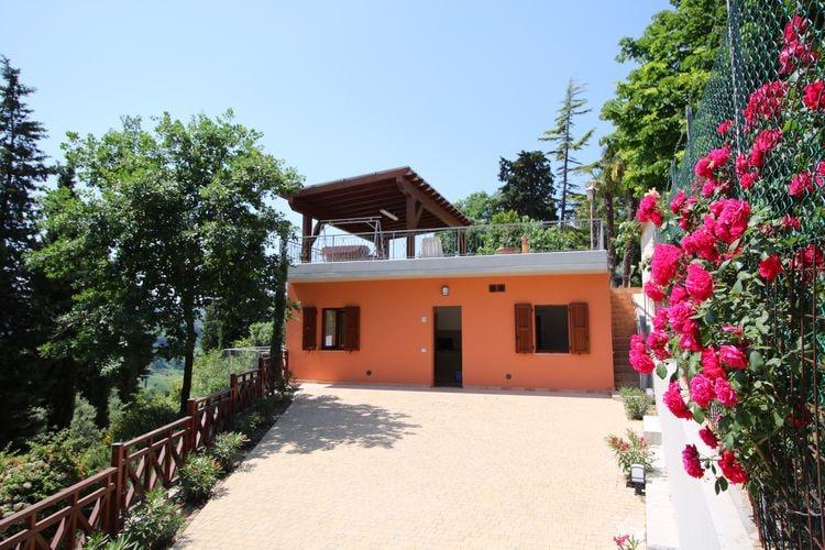 Marche Boerderijen te huur Agriturismo met zwembad, mooi uitzicht, tussen wijngaard en olijfbomen
