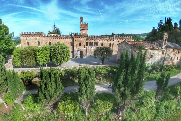 Kasteel met zwembad met wifi  Sarteano  Castello