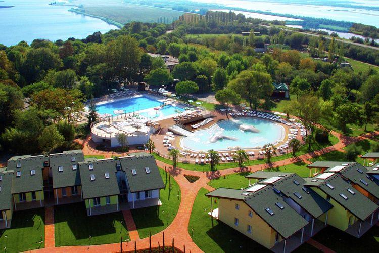 Lido-delle-Nazioni Vakantiewoningen te huur Comfortabel, modern appartement op park met vele faciliteiten direct aan zee