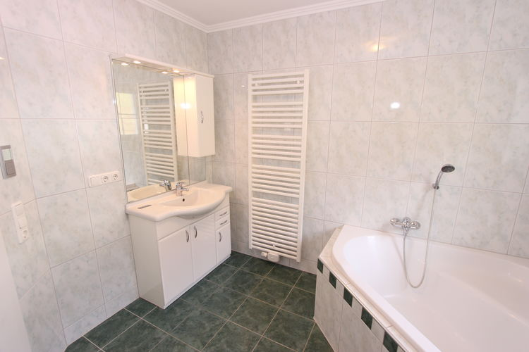 Ref: AT-5622-18 3 Bedrooms Price