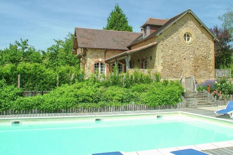 Vakantiewoning met zwembad met wifi  St. Medard D