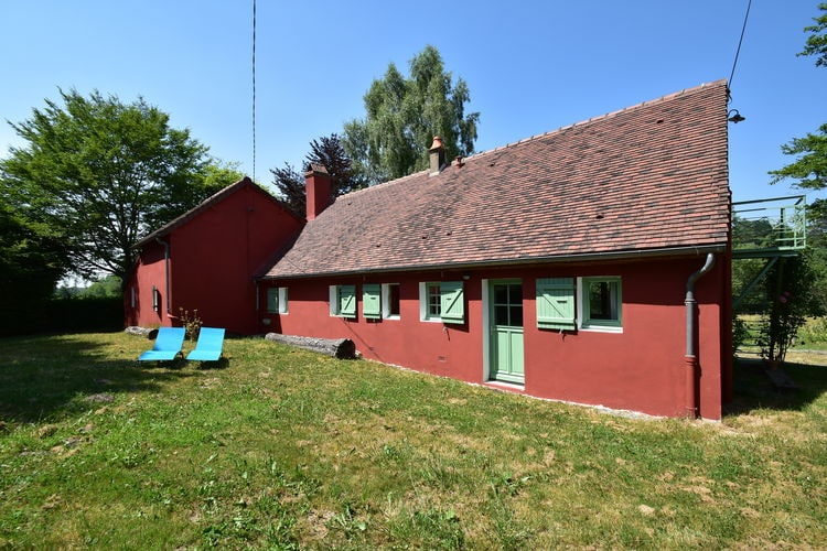 Vakantiewoning  met wifi  La Nocle Maulaix  Ruim vrijstaand huis met bospad en waterpoel direct naast de deur