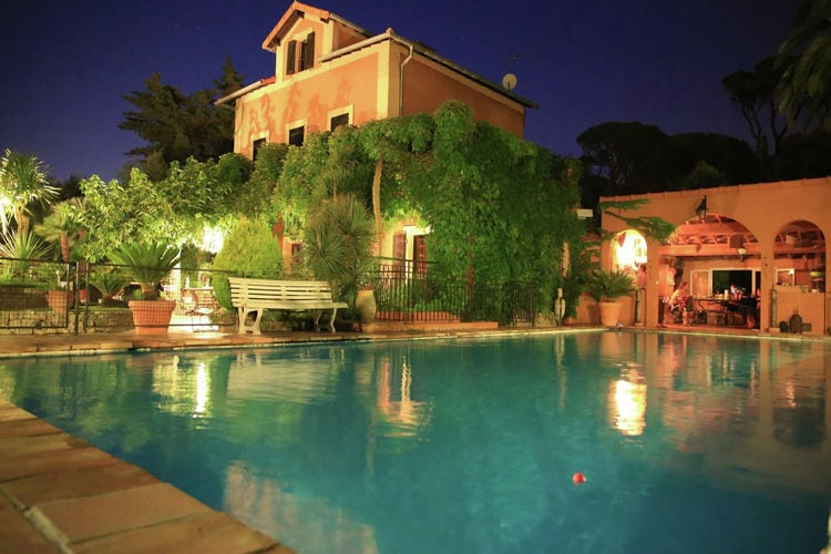 Karakteristiek landhuis met privézwembad en prachtige tuin op 3 km van de Middellandse Zee.