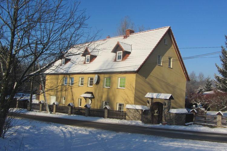 Vakantiewoning    Stara Kamienica  Ruim huis met rustige ligging in rustige straat, aan de rand van natuurpark
