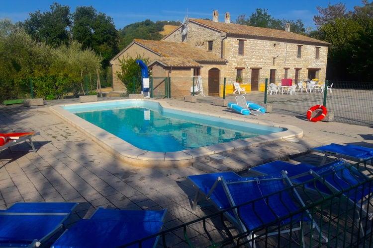 Italie | Marche | Vakantiehuis te huur in Isola-di-Fano met zwembad  met wifi 20 personen