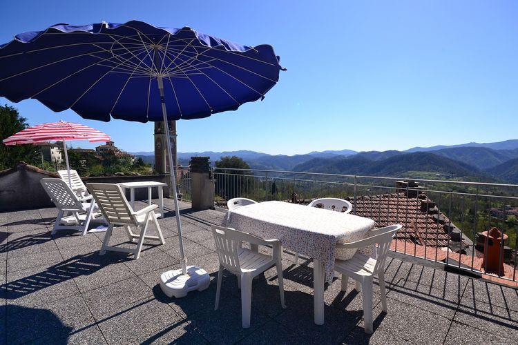 Sesta-Godano Vakantiewoningen te huur Appartement in centrum van een middeleeuws dorpje met eigen parkeerplaats.