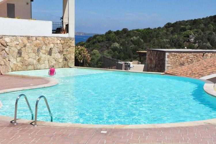 Vakantiewoning met zwembad met wifi  Baja Sardinia Olbia Tempio  Elegant appartement in de buurt van het strand in Baja Sardinia
