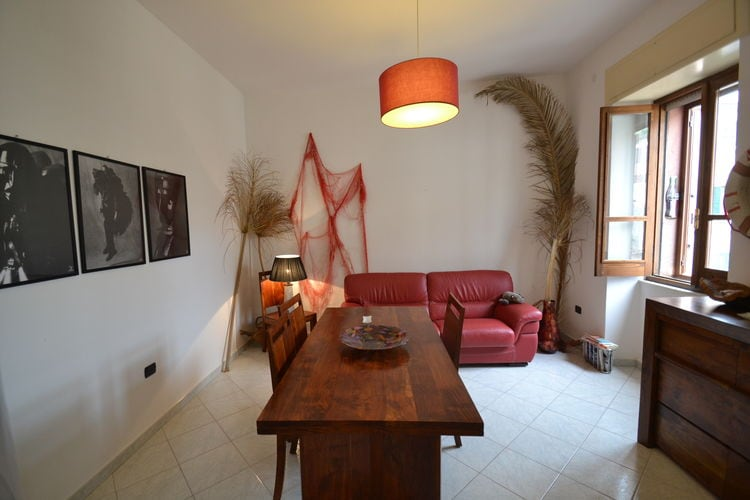 Sardegna Appartementen te huur Modern appartement in historisch dorpscentrum, 2 km vanaf het strand