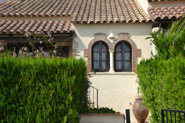 Vakantiehuizen Spanje | Costa-Brava | Vakantiehuis te huur in Lestartit met zwembad  met wifi 4 personen