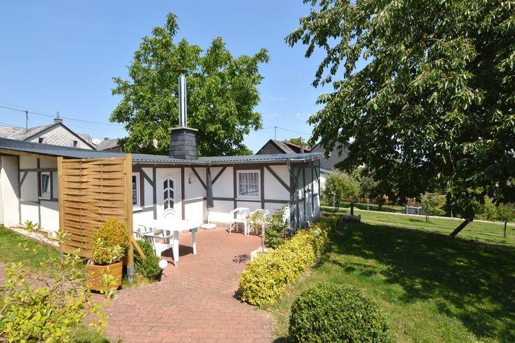 Vakantiewoning  met wifi  Mastershausen  Gezellige bungalow met eigen terras, Wifi en houtkachel, en gedeelde tuin