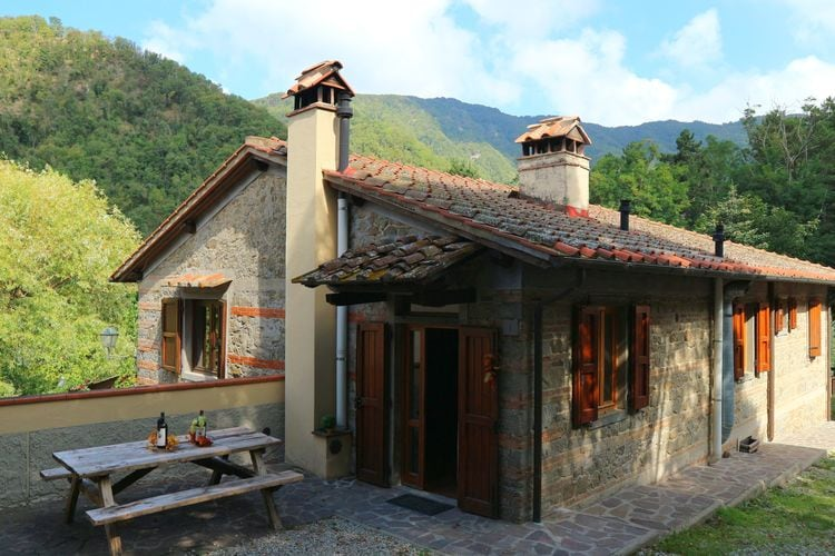 Scarperia Vakantiewoningen te huur Appartement met zwembad in een prachtige Toscaanse dorpje op het platteland