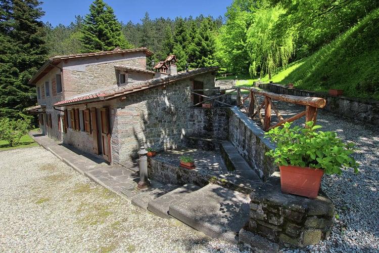 Scarperia Vakantiewoningen te huur Appartement met zwembad in prachtig Toscaans dorpje op het platteland