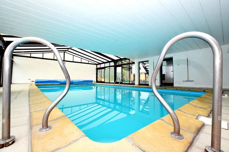Somme-Leuze Vakantiewoningen te huur Groepswoning met indoor privézwembad, eetkamerveranda en grote tuin met terras