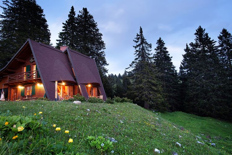 Slovenie Vakantiewoningen te huur Alpine chalet in het skigebied, met een panoramisch uitzicht op de Alpen