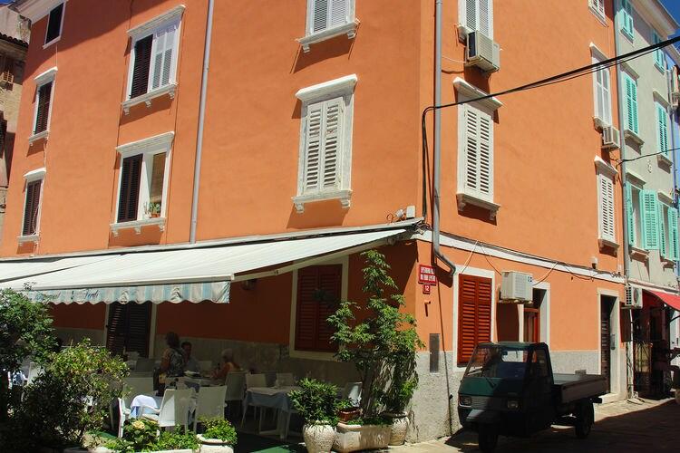 Piran Vakantiewoningen te huur Appartement nabij het Tartini plein en de lokale markt, op 100 m van het strand