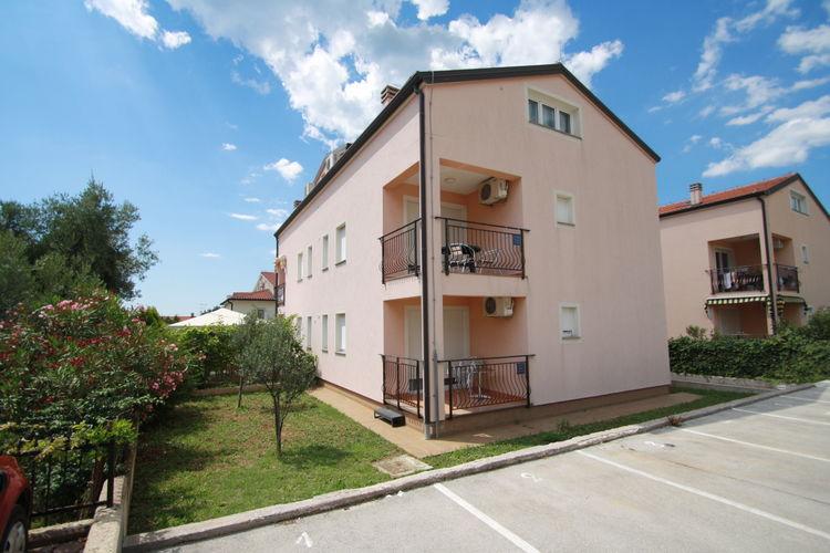 Appartement  met wifi  PoreGeräumiges Apartment Mendikovic mit 2 Schlafzimmern und Terrasse