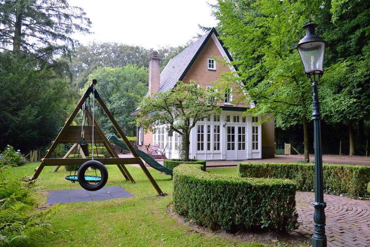 Villa huren in Gelderland -   met wifi  voor 12 personen  Aan de rand van de bossen en omrin..
