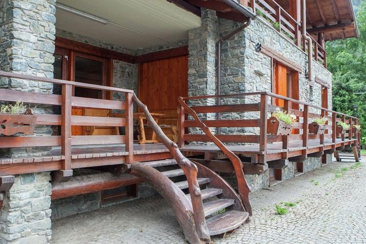 Val-daosta Vakantiewoningen te huur Chalet in rustige, zonnige wijk van Antey Saint André