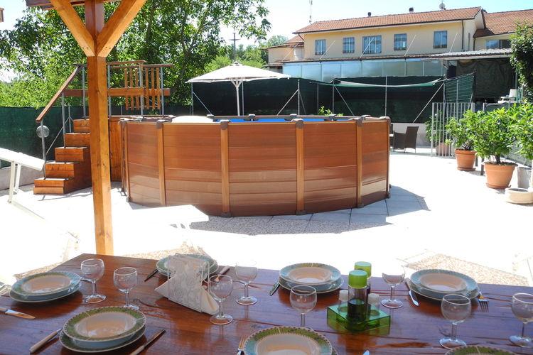 Vakantiewoning met zwembad met wifi  Lucca  Woning in de heuvels rond Lucca, bij bedrijf dat biologische honing produceert