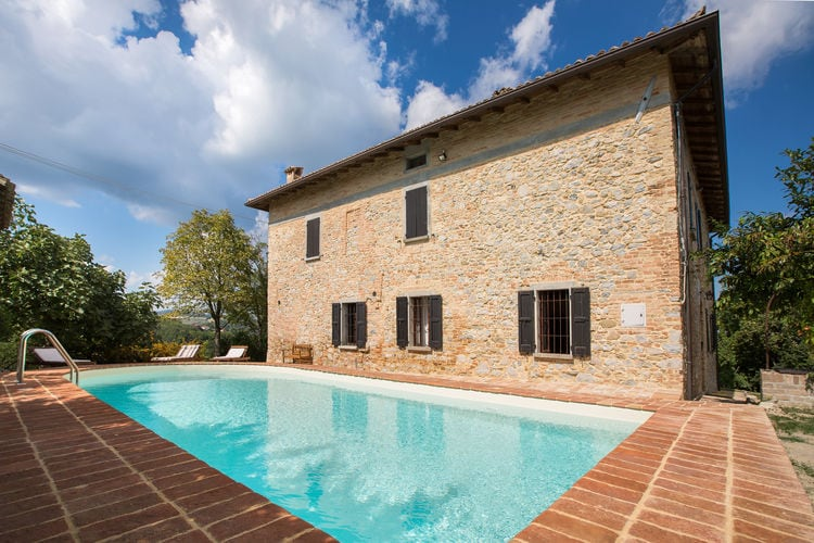 Landelijk gelegen villa met tuin en privé zwembad, wifi aanwezig.