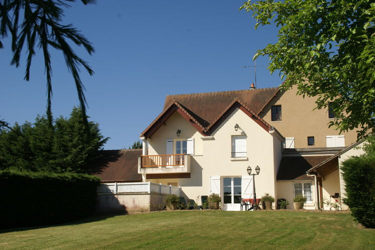 Vakantiehuis met zwembad met wifi  Faverolles-En-Berry  La Campagne