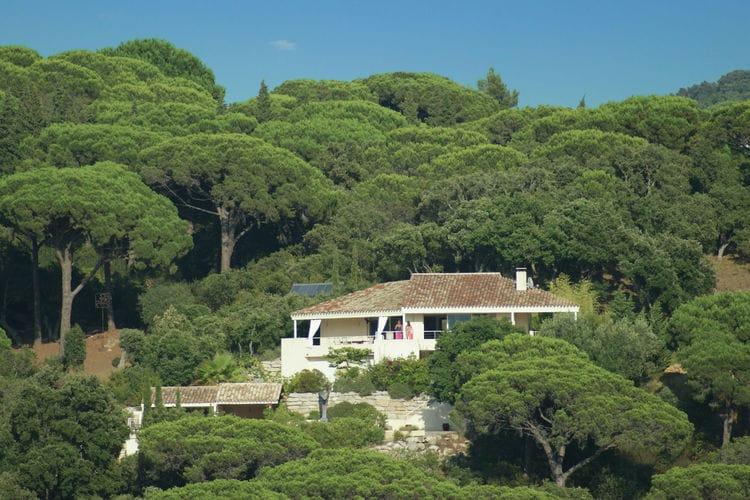 La-Croix-Valmer Vakantiewoningen te huur Fraaie architectuur aan de Côte d'Azur,  villa met zeezicht en rustige ligging!