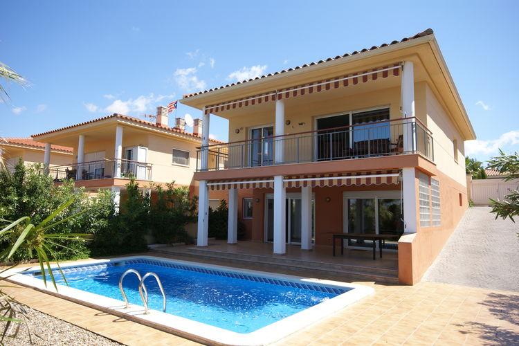 Vrijstaande villa met omheinde tuin en prive-zwembad en twee aparte woondelen