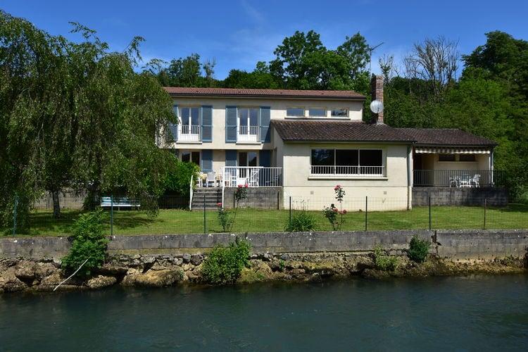 Vogezen Vakantiewoningen te huur Riante vakantievilla op eigen privé eiland in Haironville