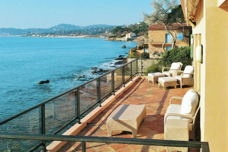 Villa huren in Sainte-Maxime -   met wifi  voor 9 personen  Bij deze villa met een grote, omhe..