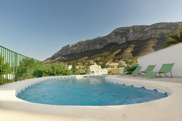 Denia Vakantiewoningen te huur Mooie villa met panoramisch zwembad in Denia aan de voet van het Montgó-gebergte