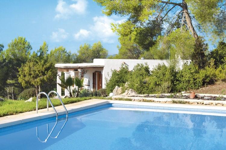 Ibiza Vakantiewoningen te huur Vakantiewoning in typische Ibiza-stijl tussen de heuvels met prive-zwembad
