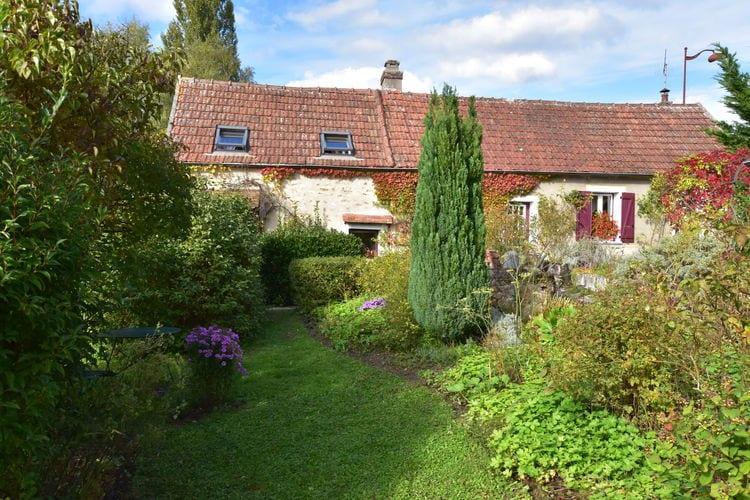 Picardie Vakantiewoningen te huur Authentiek vakantiehuis met fantastische tuin in de omgeving van Moulins