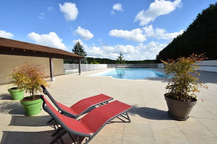 Vakantiehuis met zwembad   Region CentreLa Riviere