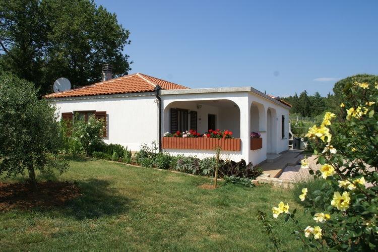 Medulin Bungalows te huur Fijne bungalow met ruime tuin in historische omgeving van Medulin
