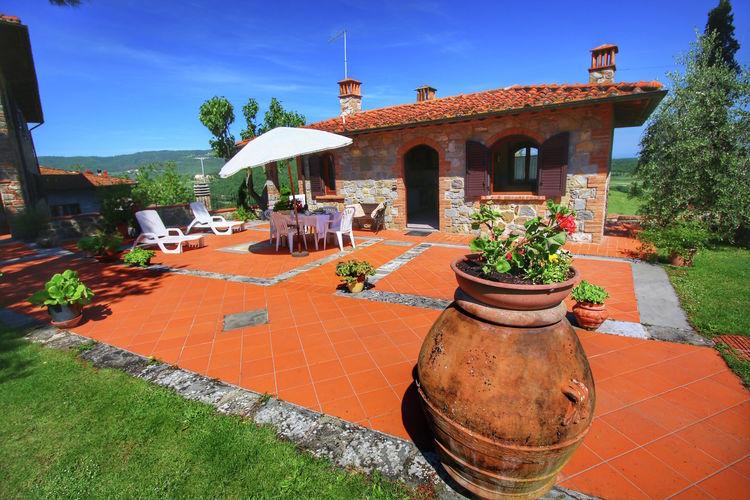 Vakantiehuis met zwembad met wifi  Bucine  Borgo Gavignano Idilia