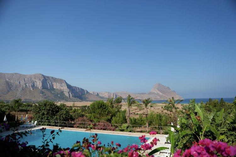 Sicilia Appartementen te huur Sfeervol appartement op groot vakantiepark met zwembad, op maar 600m van de zee