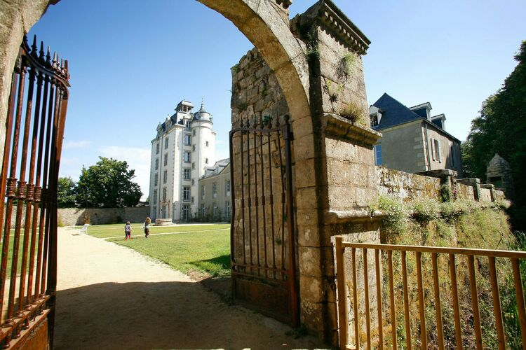 Appartement met zwembad met wifi  BretagneLe Château de Keravéon 1