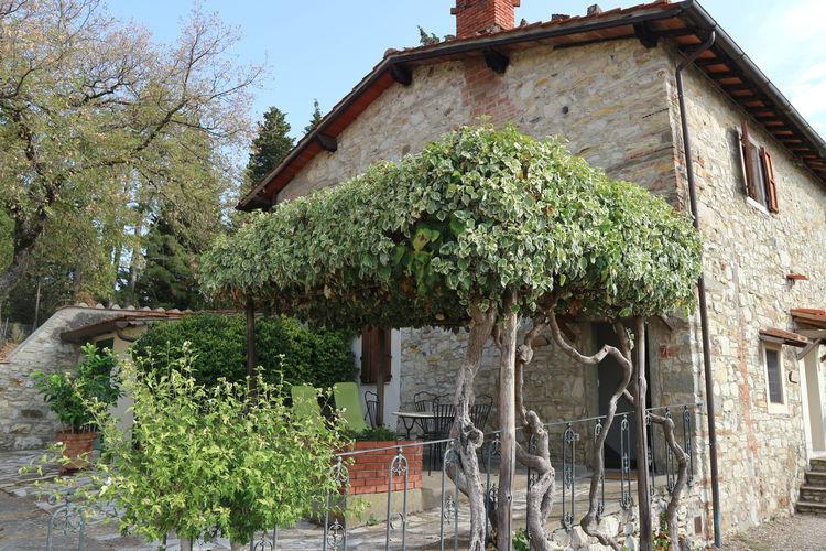 Pelago-fi Vakantiewoningen te huur Authentiek appartement op wijngaard met zwembad en uitzicht over bosrijk Toscane
